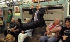 地铁上的吊环运动